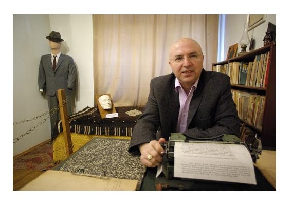 Orhan Kemal'in Oğlu Işık Öğütçü ile Söyleşi