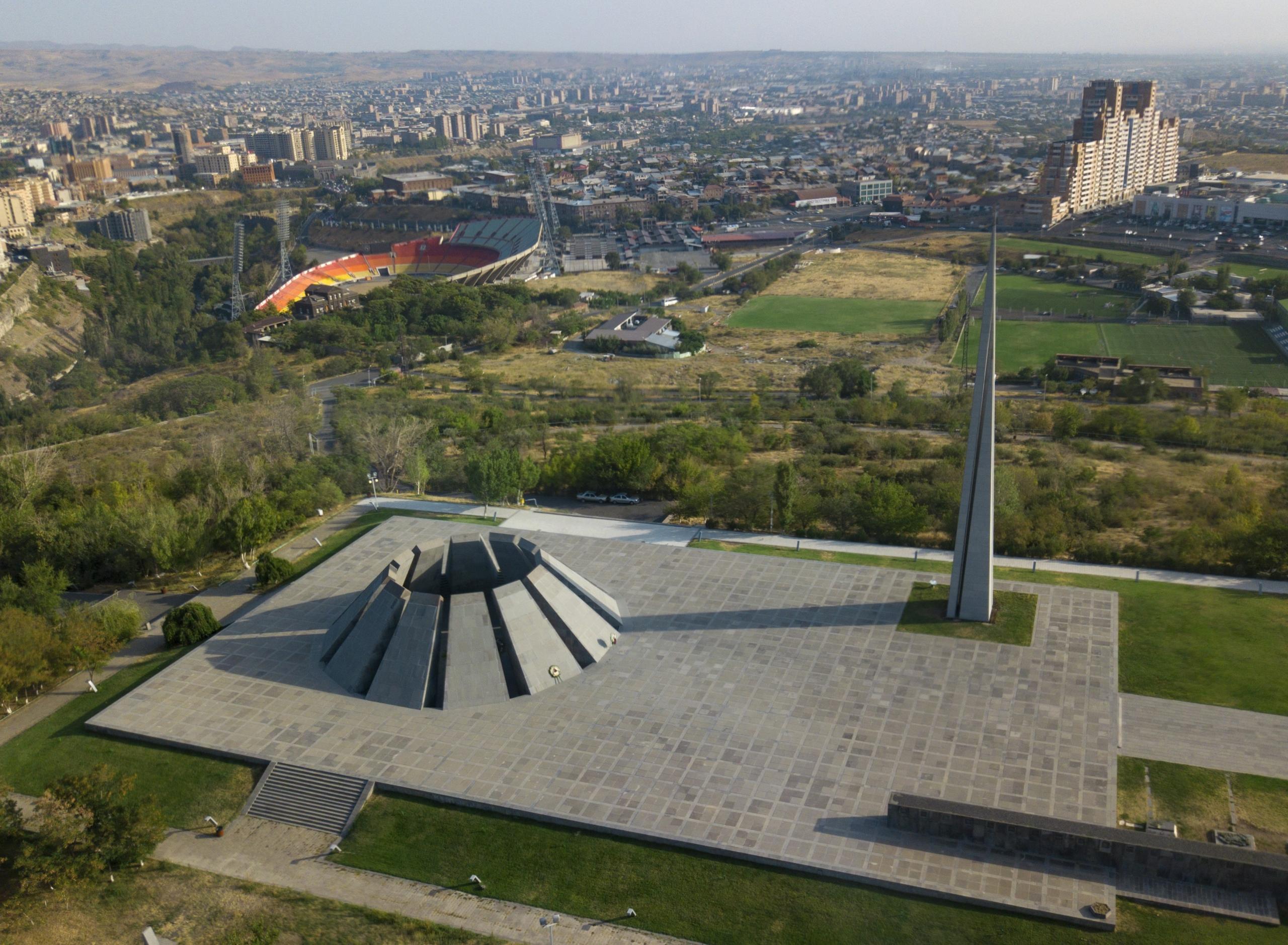 Tsitsernakaberd Ermeni Soykırım Anıtı Gezi ve İnceleme